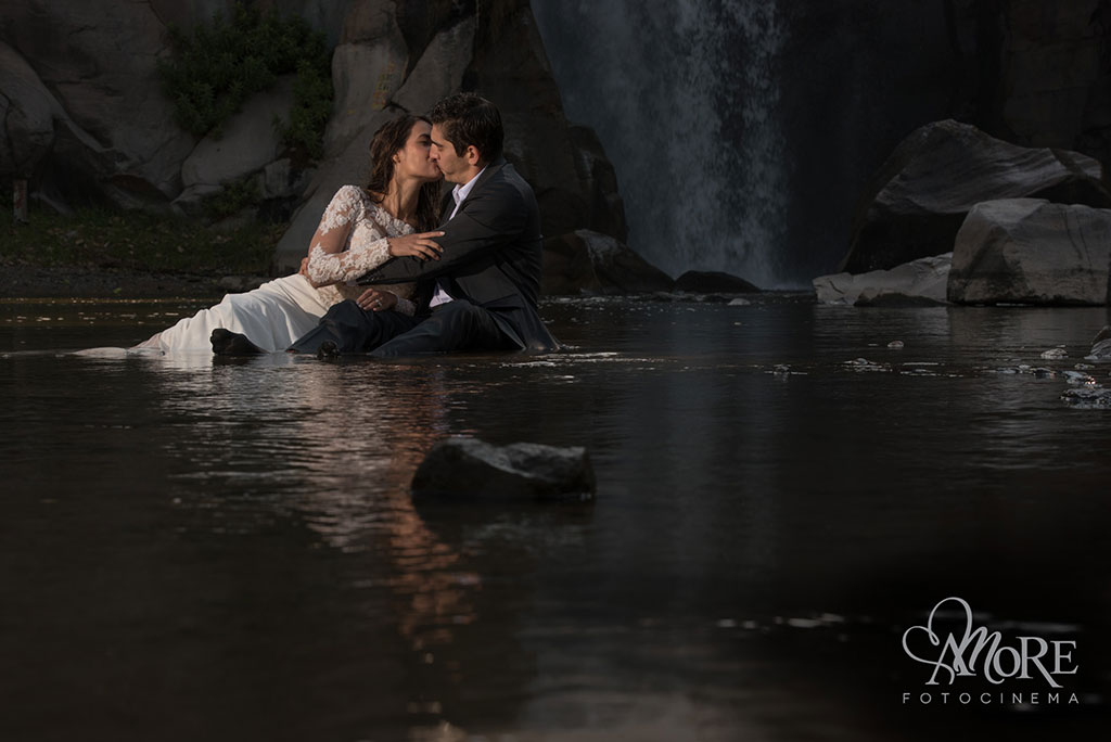Trash the dress post boda en Cascada Tapalpa Jalisco